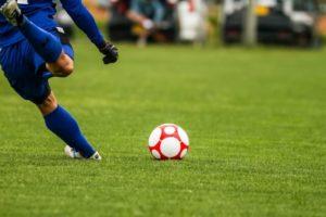 サッカーのキック動作